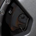 Der SLK-Bremssattel ist sichtbar oxidiert
